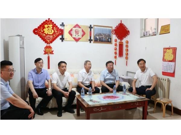 市委书记马保文走访慰问全国模范退役军人玄绪华